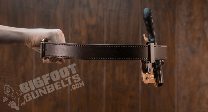 gun belt with no sag holding pistol holster in the air
